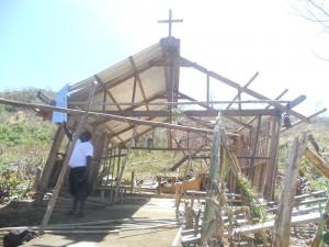 een kapel na de typhoon in Turda parochie